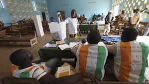 Un bureau de vote lors des élections législatives de 2011 en Côte d'Ivoire.