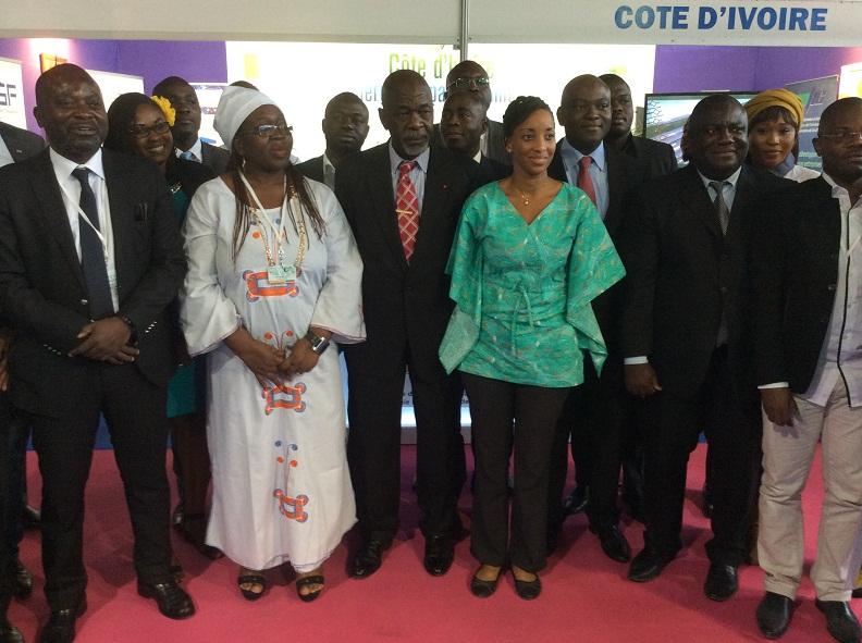 SITIC Africa 2017. Tunis, Photo de famille avec Idrissa Bayo, l'ambassadeur de Côte d'Ivoire en Tunisie, jeudi 20 avril, lors de sa visite au stand de la Côte d'Ivoire.
